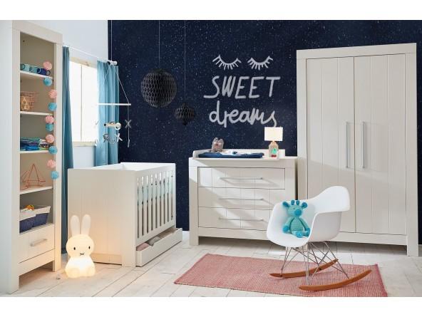 Calmo MDF Babyzimmer Set 4-tlg: Kinderbett, Kommode mit Wickelaufsatz und zweitüriger Kleiderschrank von PINIO